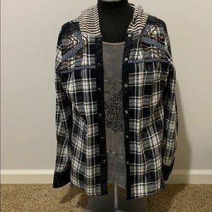 Gimmicks by BKE plaid snap close hoodie top size M